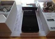 New Factory unlocked Apple iPhone 4G 32GB Black/White